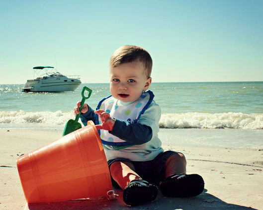 beach-baby-with-pail