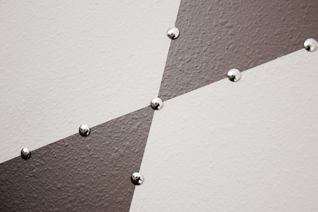 thumbtack-edging-around-pattern