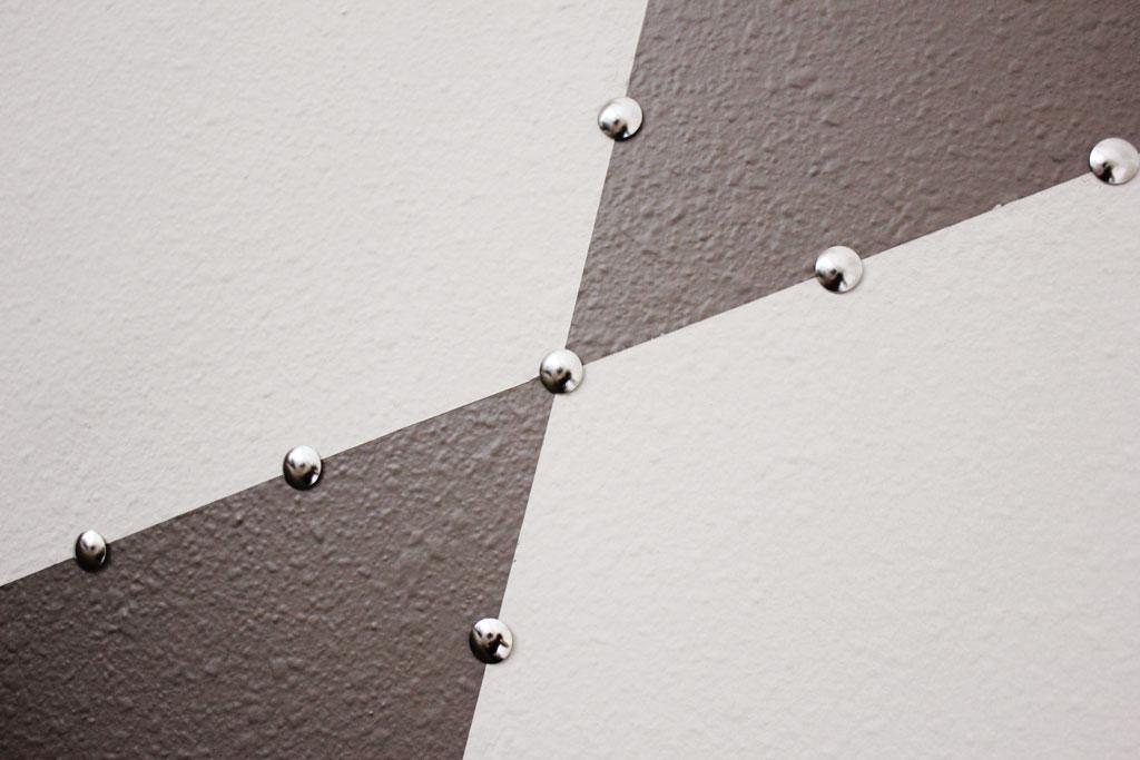 thumbtack-edging-around-pattern