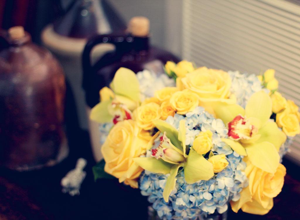 vintage-jugs-flowers