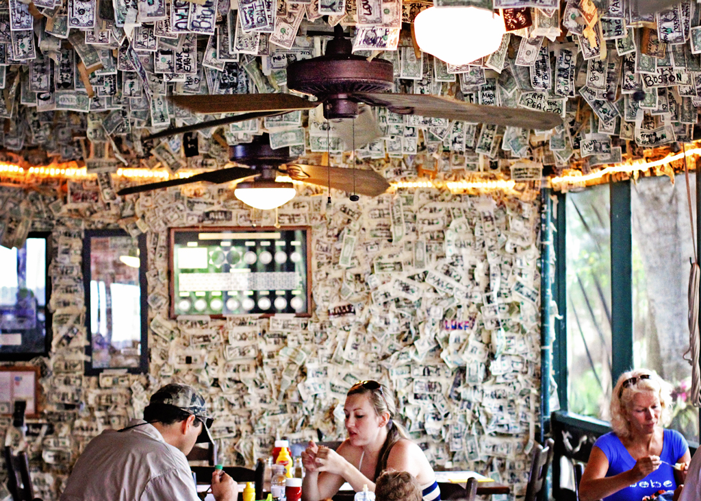 cabbage-key-restaurant-money-on-walls