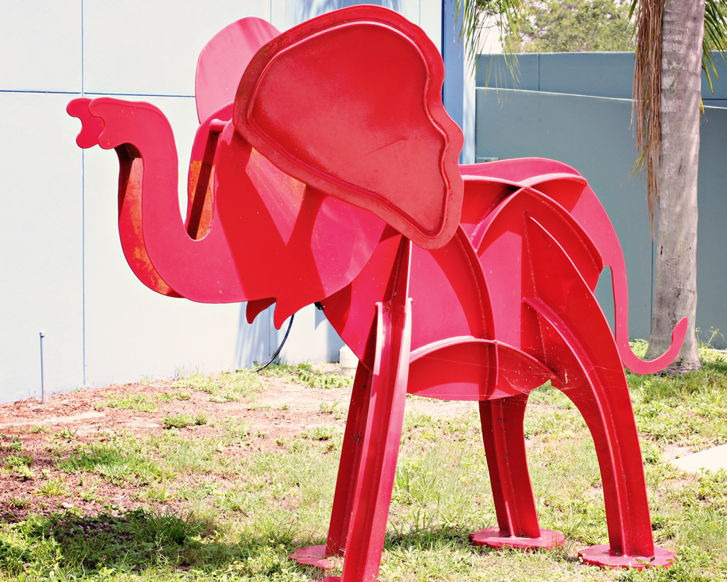 red-elephant-metal-art-sculpture