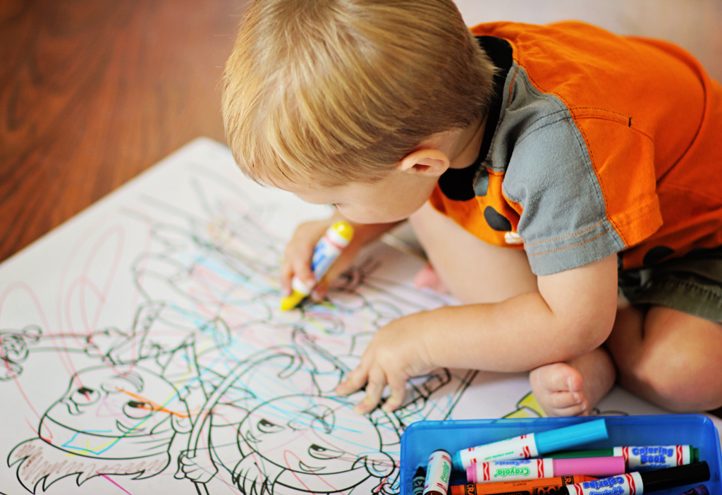 adorable-baby-coloriing-in-giant-coloring-book