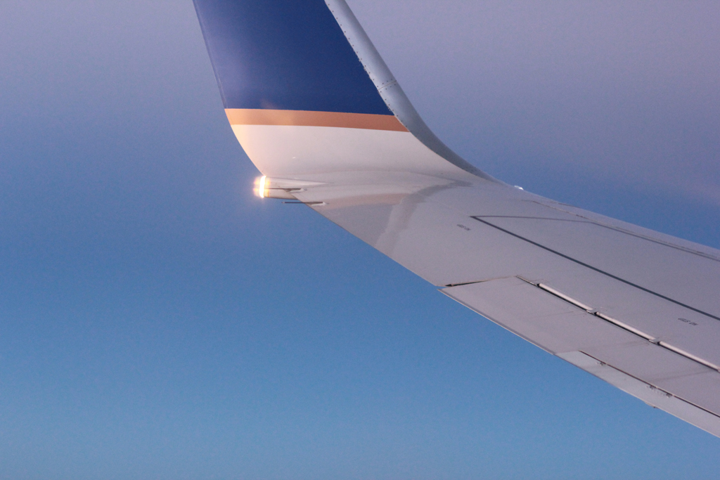 flying-in-airplane-with-united-airlines