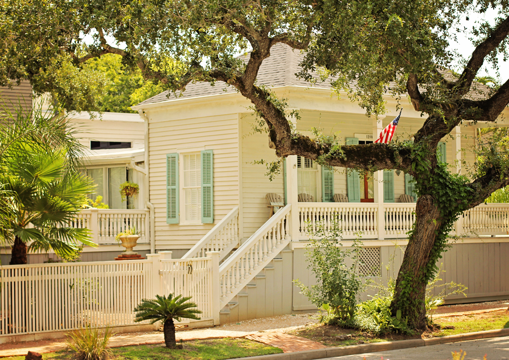 historical-cottages-galveston-downtown