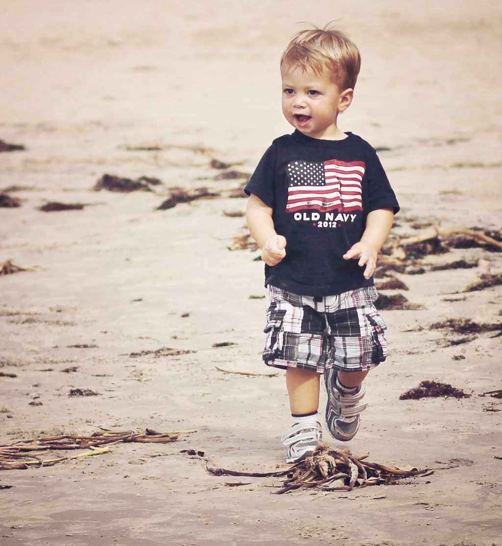 toddler-on-galveston-beach