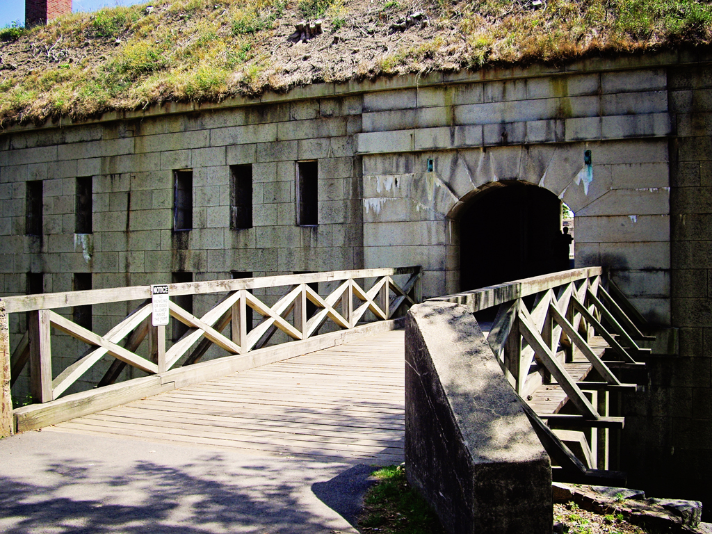front-entrance-fort-warren-george-island