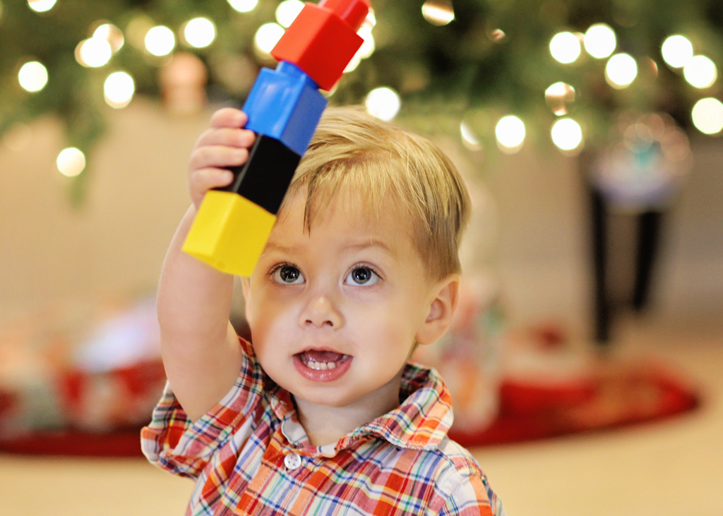 2-yr-old-playing-legos-christmas-tree