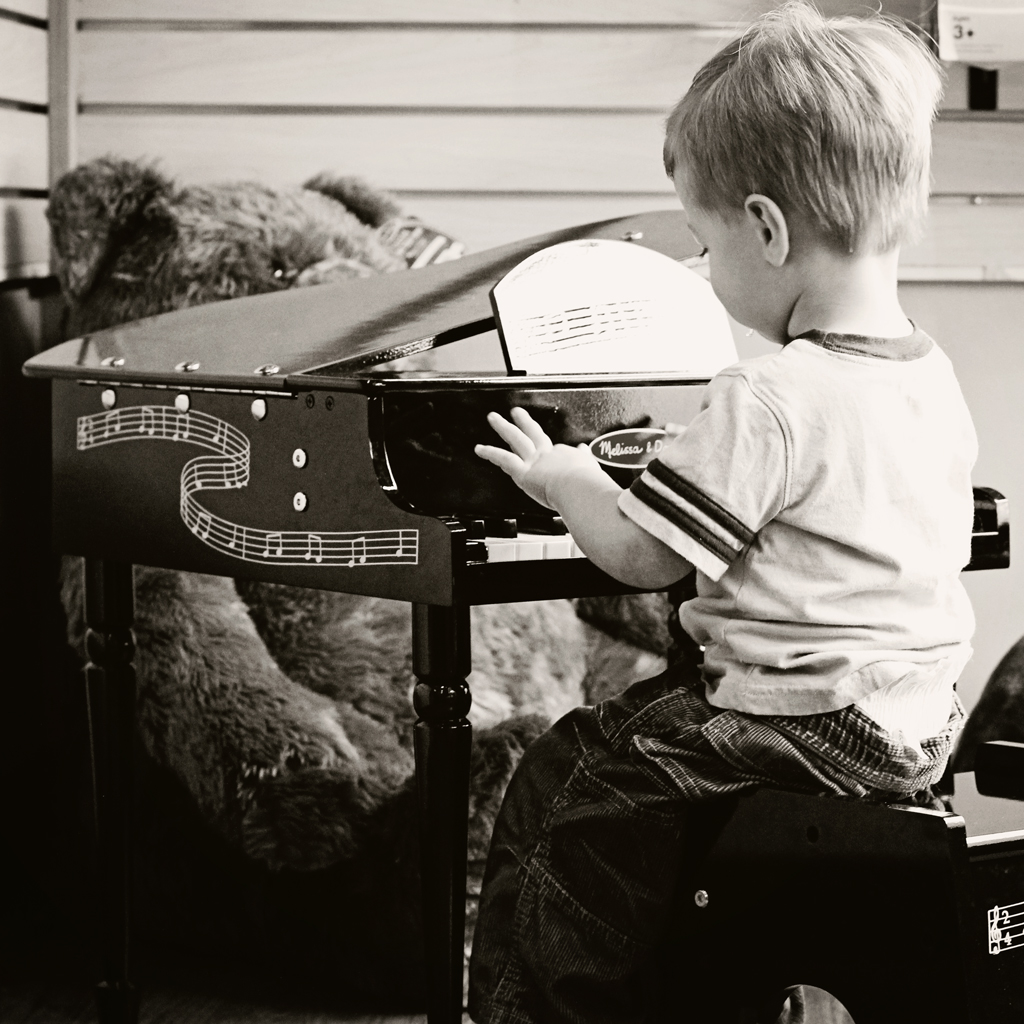 toddler-playing-piano