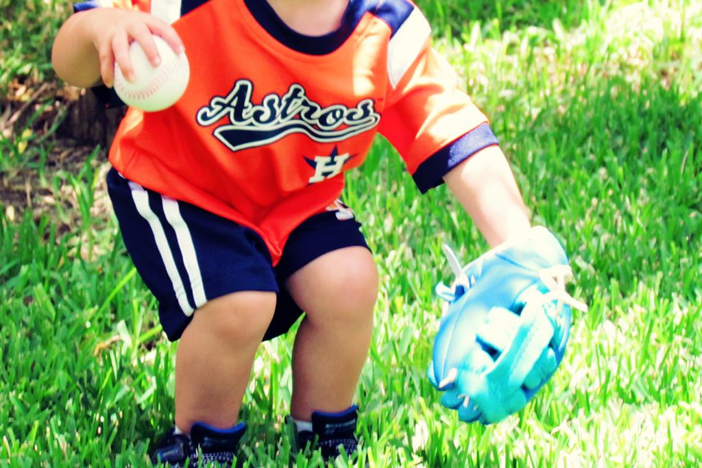 2-yr-old-playing-baseball-astros-uniform-houston