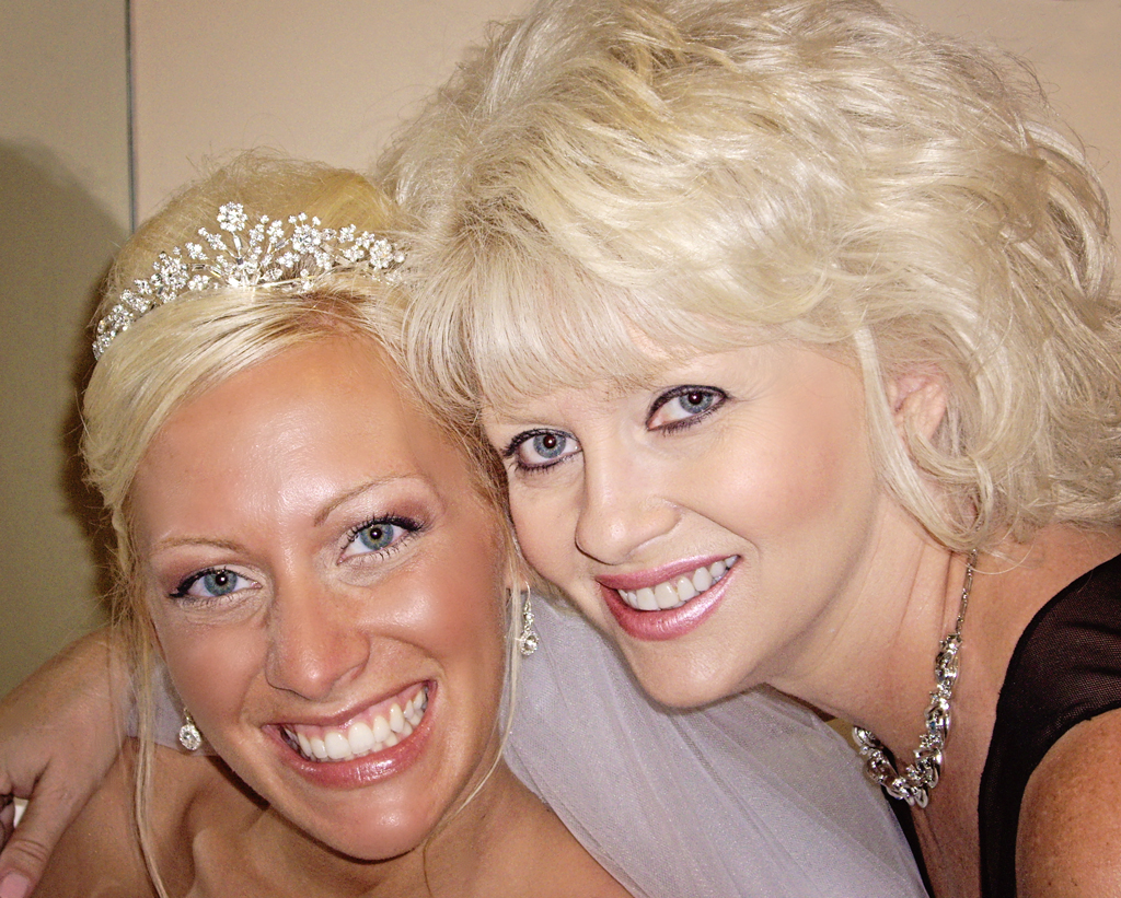 beautiful-bride-with-her-mother-on-her-wedding-day