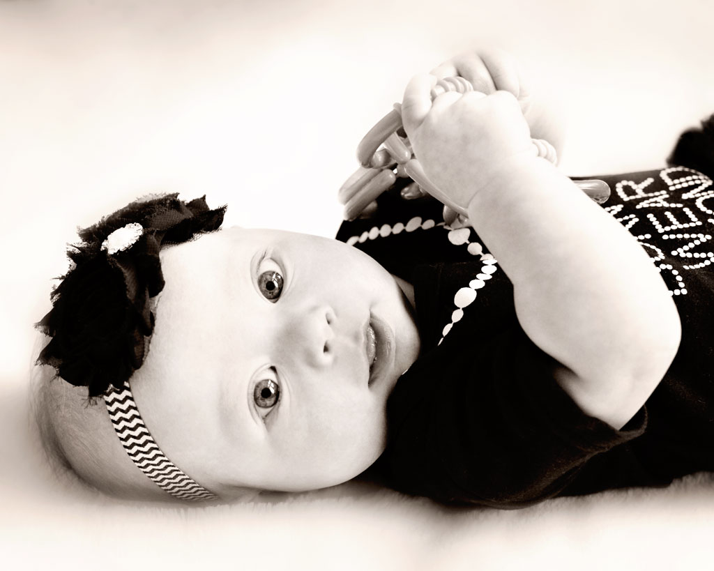 Baby-4-month-old-black-&-white-photography