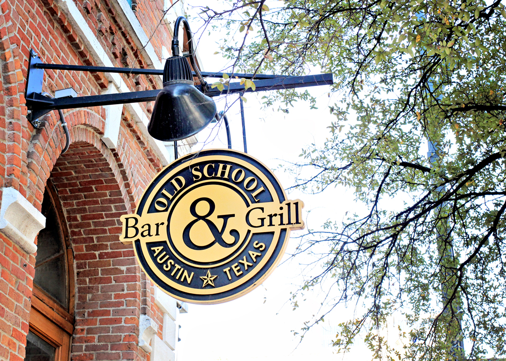 old-school-bar-and-grill-austin