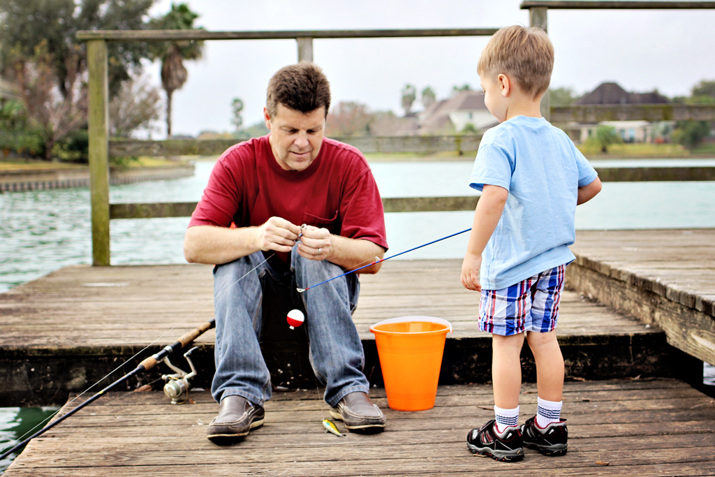 papa-fixing-fishing-line-for-toddler