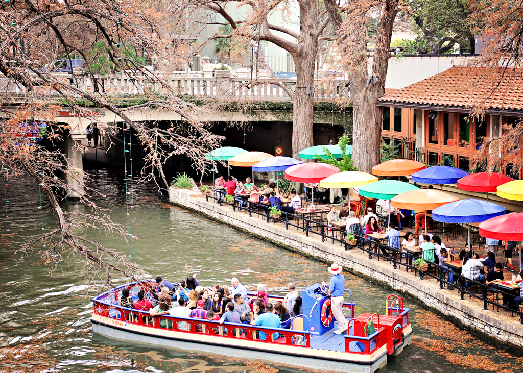 riverwalk-san-antonio-colorful-umbrellas