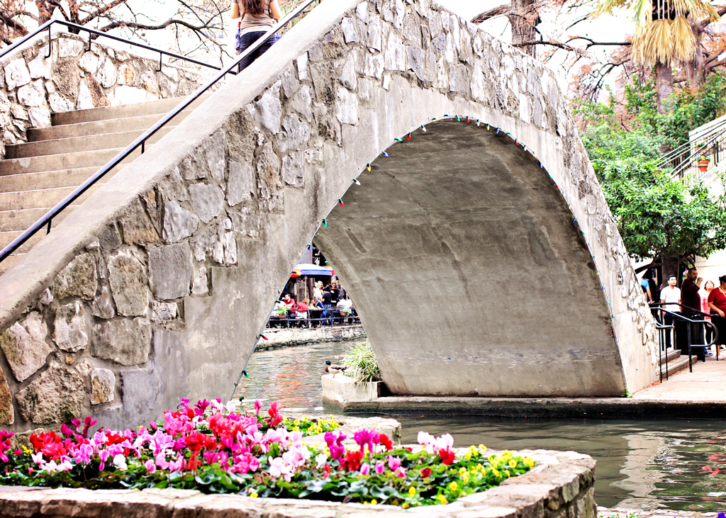 stone-walk-bridge-over-riverwalk-san-antonio