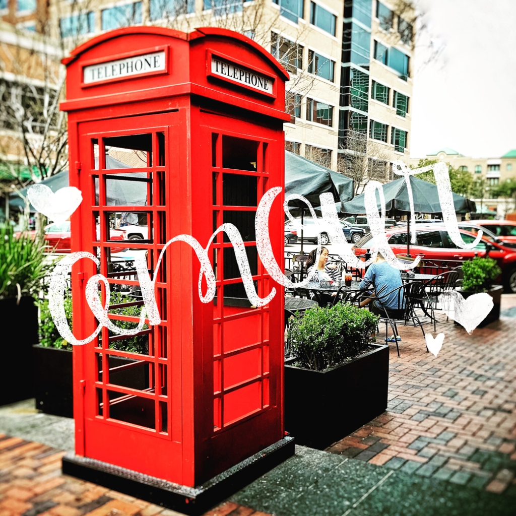 amour-romantic-red-phone-booth